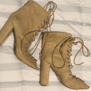 Lace up sandals with heel